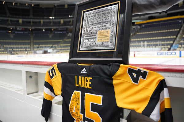 Penguins gifted photo frame and jersey to Lange on 45th year.