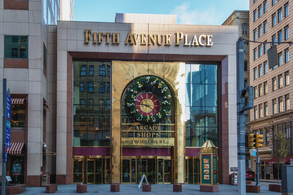 The entrance of Fifth Place Avenue, shopping at Fifth Place Avenue
