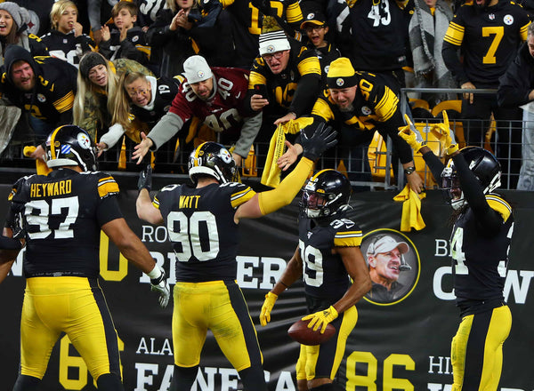 People cheer for Steelers, game of  Pittsburgh Steelers for NFL