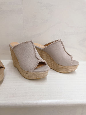 Raw Edge Wedge Light Grey