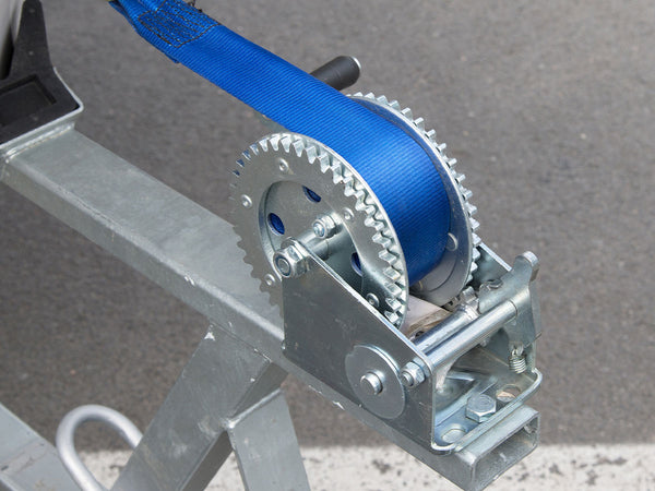 Image of a trailer with a blue rope.