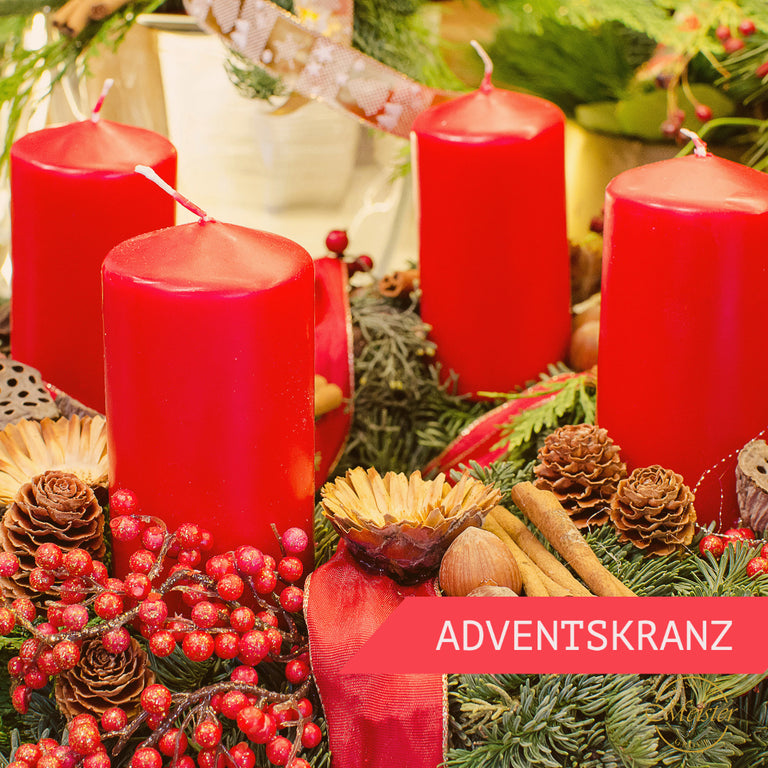 Adventskranz in Rot