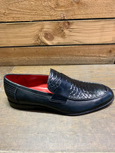 Load image into Gallery viewer, Lacuzzo Snakeskin Design Loafers Black