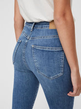 Load image into Gallery viewer, Vero Moda Sophia High Waist Jeans