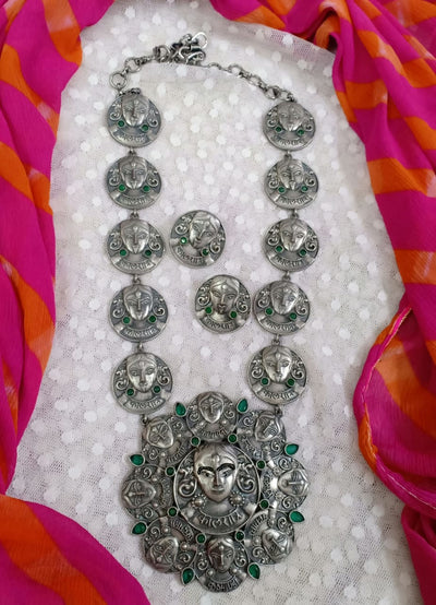 Silver look alike kali long necklace with green stone and with stud