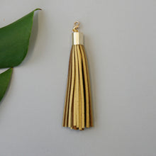 Load image into Gallery viewer, Leather tassel / gold