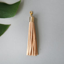 Load image into Gallery viewer, Leather tassel / sand