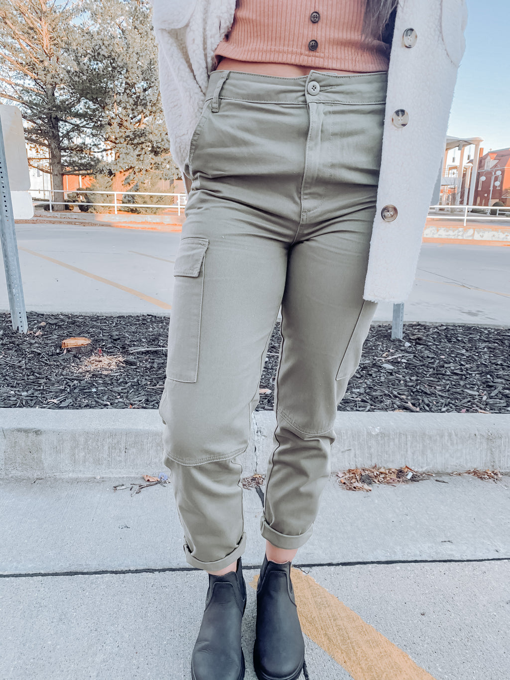 Kick Back Pant in Olive