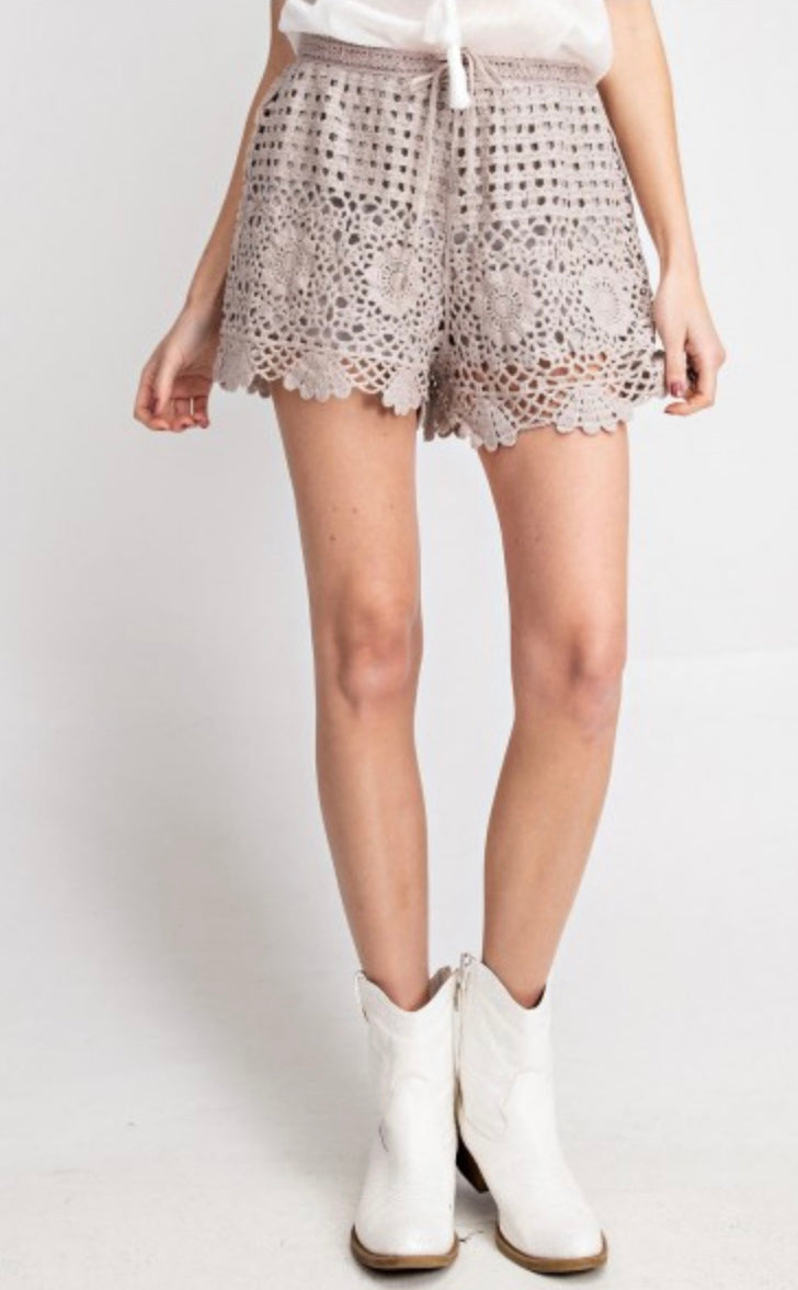 The Farah Crochet Short in Mushroom