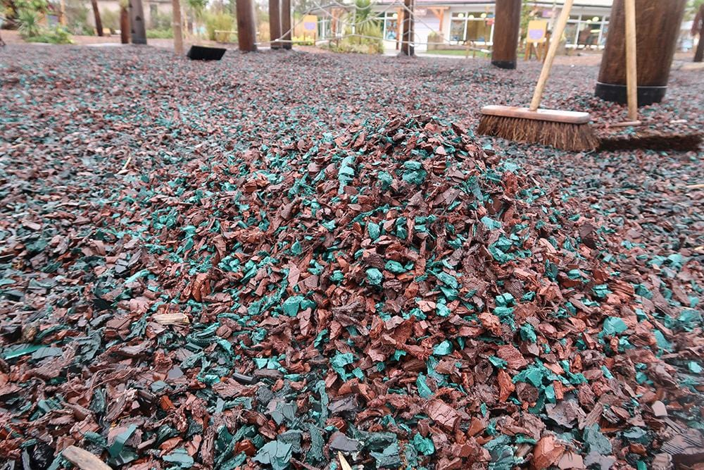 Play Economy Rubber Chippings Green - Safer Surfacing