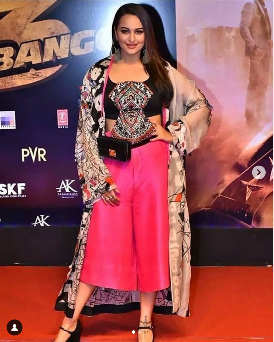 Sonakshi Sinha in Anamika Khanna outfit - The Grand Trunk