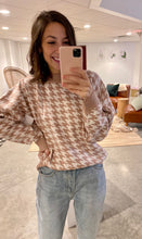 Load image into Gallery viewer, Tan/White Houndstooth Classic Crew