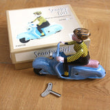Retro Tin toy - scooter girl - Dessin Design