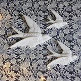 Flying Swallows - white - Dessin Design