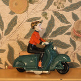Retro Tin toy - green scooter girl - Dessin Design