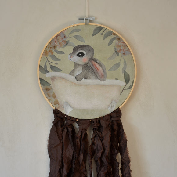 Wall hoop; Bath tub bunny - brown - Dessin Design