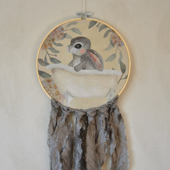 Wall hoop; Bath tub bunny - grey - Dessin Design