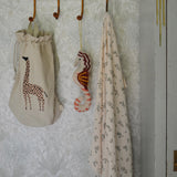 Ferm Living, Safari Storage Bag, Giraffe. Dessin Design