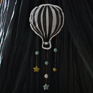 Hot air balloon, gray/green, mobile - Dessin Design