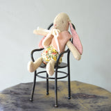 Maileg - Bunny with vest, micro and chair - Dessin Design