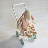 Maileg - Bunny with vest, micro and stroller - Dessin Design