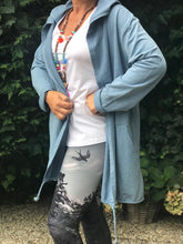 Afbeelding in Gallery-weergave laden, Long Cardigan Namasté - light denim