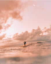Load image into Gallery viewer, Stylish Surfer