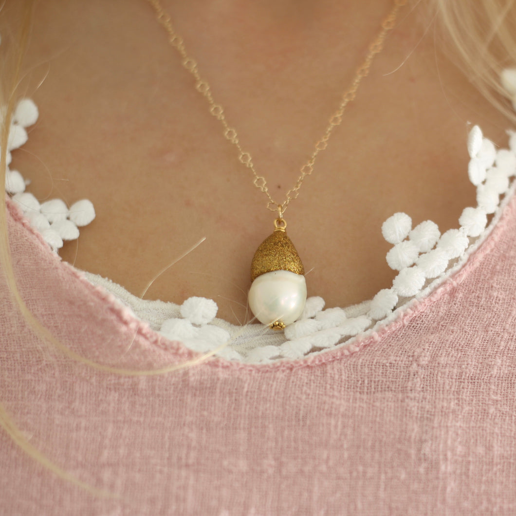 Baroque Pearl Glitter Cap Necklace