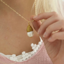 Load image into Gallery viewer, Baroque Pearl Glitter Cap Necklace