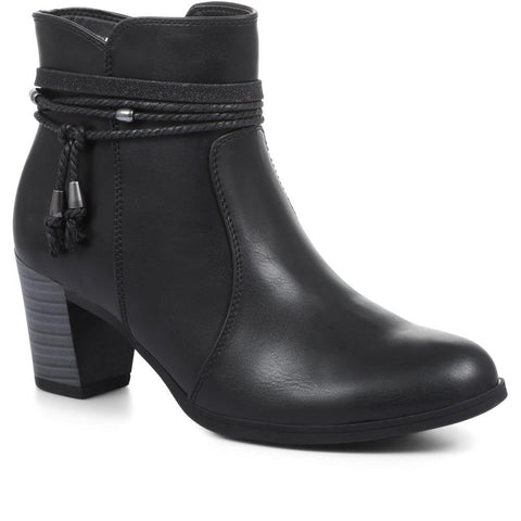 Ankle Boots with Strap Detailing - VIMP32003 / 318 977 Ankle Boots with Strap Detailing