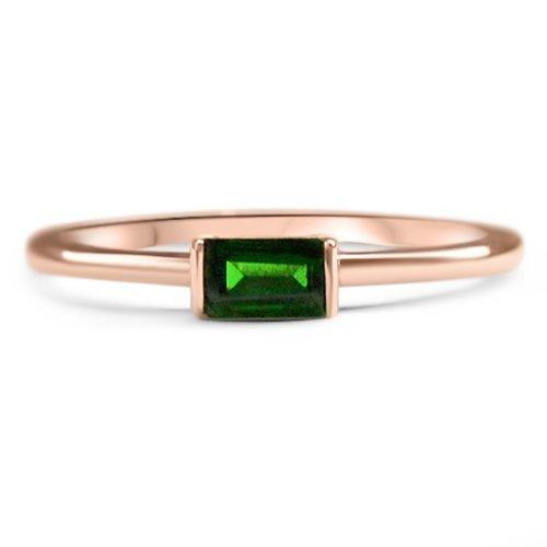 14k-gold-alternative-engagement-ring-customizable-ethical-sustainable-handmade-europe-fine-jewellery-eiv-green-ring-baguette-rectangle-minimal-diopside-dainty-horizontal-stone-ilana-ring