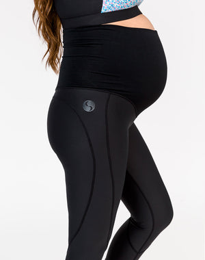 pregnant woman wearing black full length maternity leggings