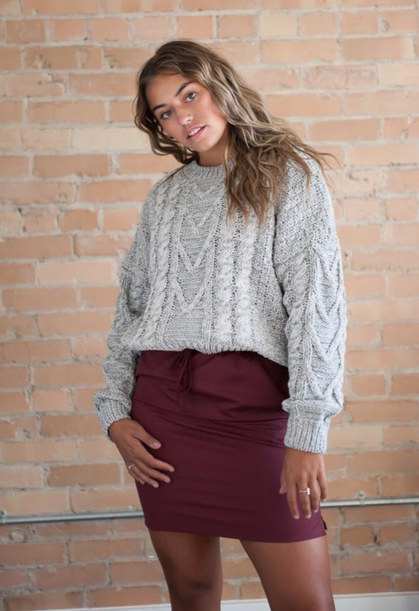 Crew Neck Chunky Cable Knit Sweater in Heather Grey
