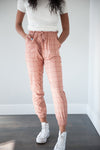 DT UPTOWN Lightweight Joggers in Dark Peach Grid