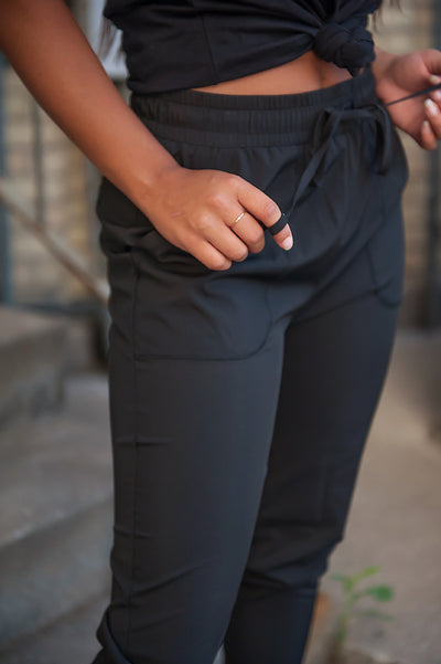 DT UPTOWN Lightweight Joggers in Black - Duckthreads