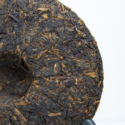 Bu Lang Imperial ripe Pu erh tea cake 2013 closer look