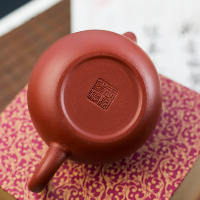 Yi Xing Red clay teapot bottom artist seal