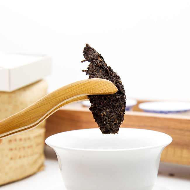 steep Meng Hai ripe puer tea in gaiwan