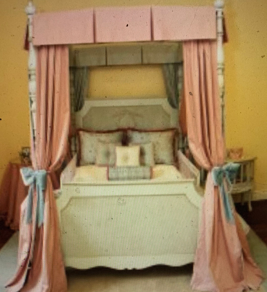 Petit Ange Four Poster Bed