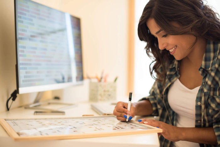 women writes down a simple trick for reaching your goals