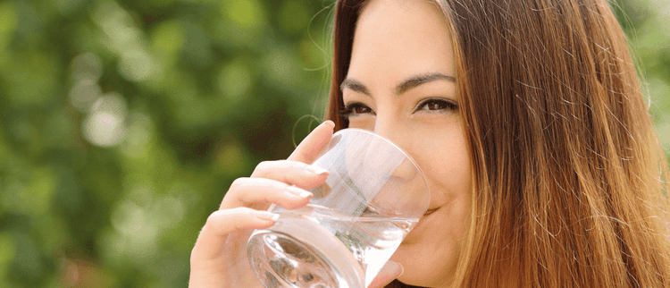 woman-drinking-water-benefits-health