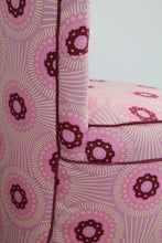 Load image into Gallery viewer, Pink deep button chair