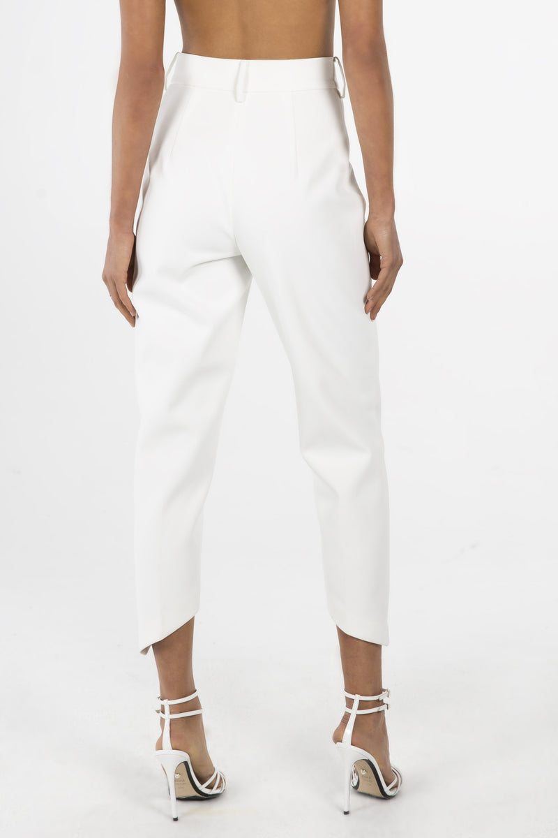 Model wears Linnea pant in colour ivory