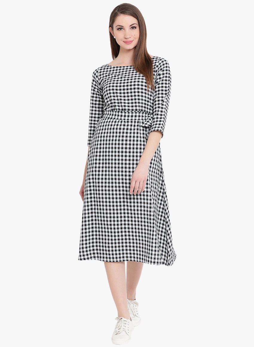 Fabnest Womens black/white cotton check dress with belt
