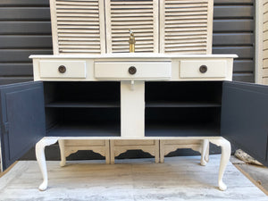 """Antonia"" Vintage Bathroom Vanity"