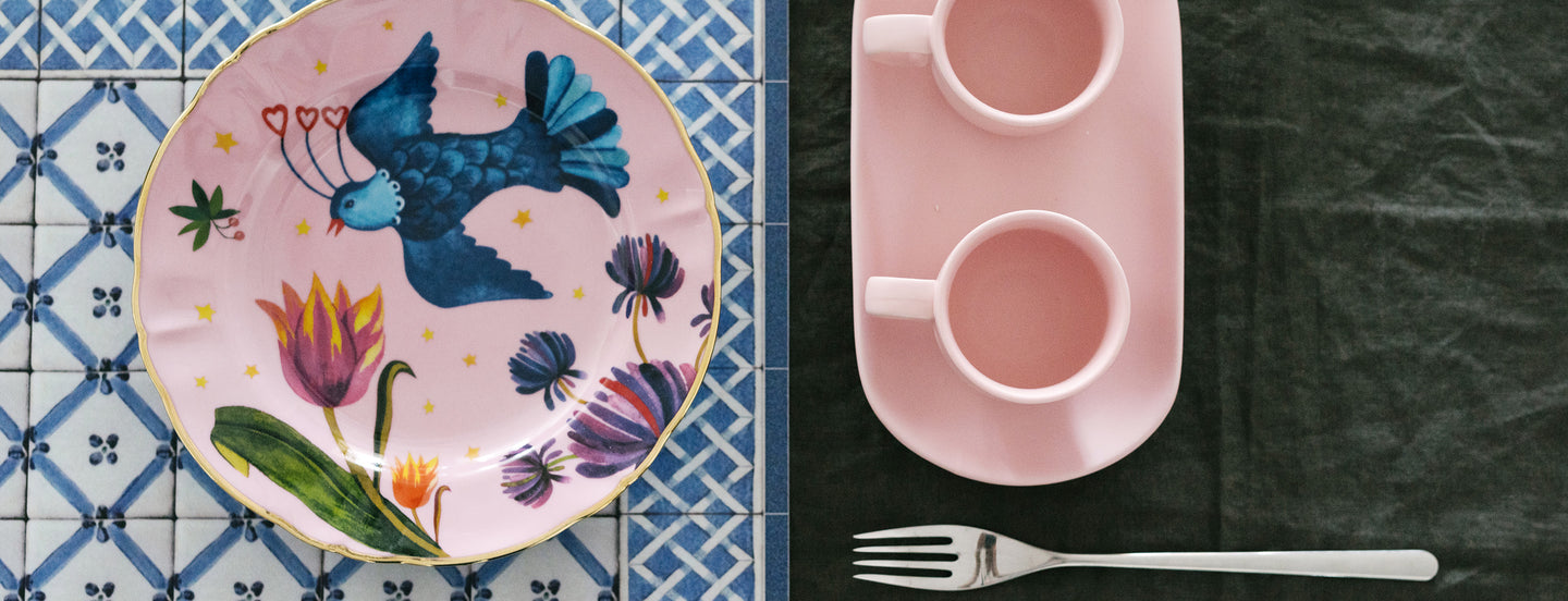 pink-tea-coffee-set--fruit-plate-blue-&-white-pattern-placemat-with-fork