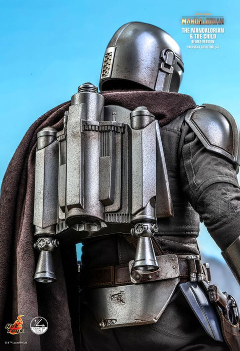 PRE-ORDER: Star Wars: The Mandalorian - Mandalorian & The Child Deluxe 1:4 Scale Action Figure Set