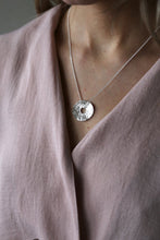 Load image into Gallery viewer, Tutti & Co Sole Silver Necklace