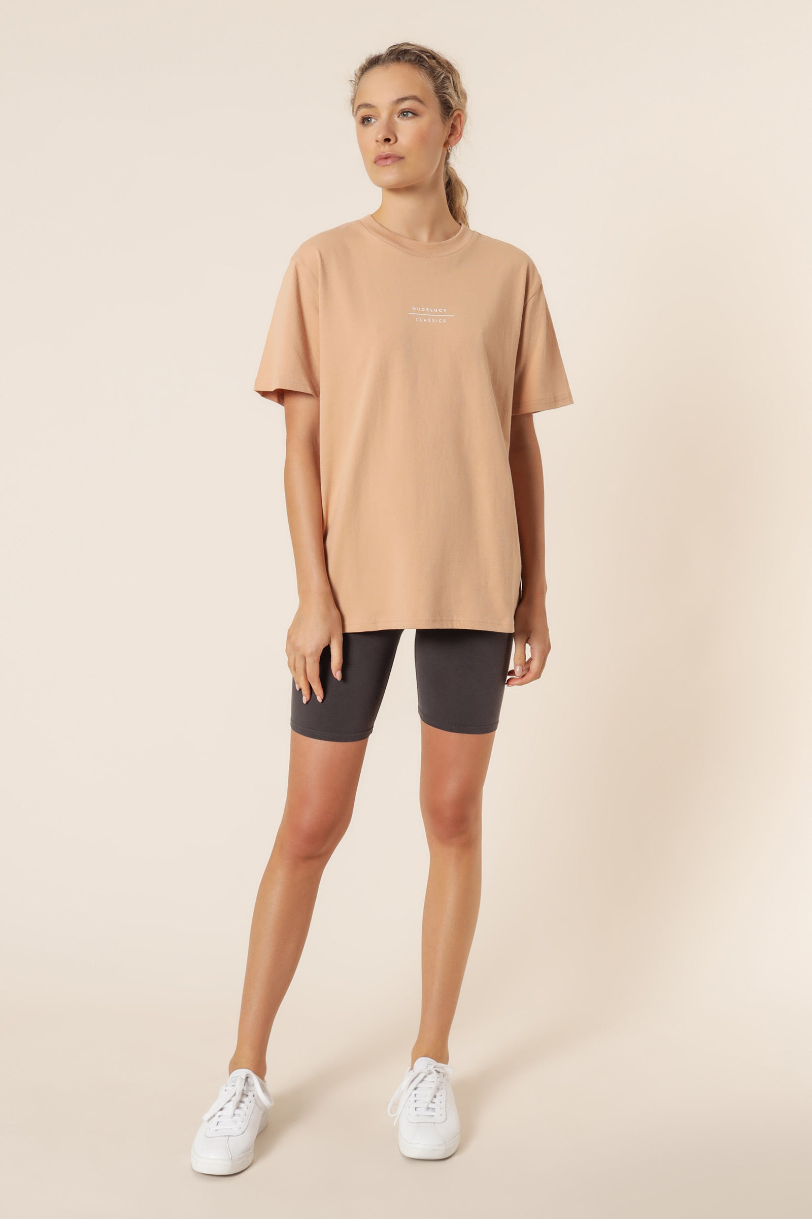 Nude Lucy II Nude Classic Slogan BF TEE / Biscuit