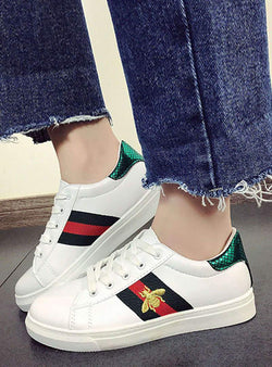 Solid Color Lace-up Bee Details Sneakers